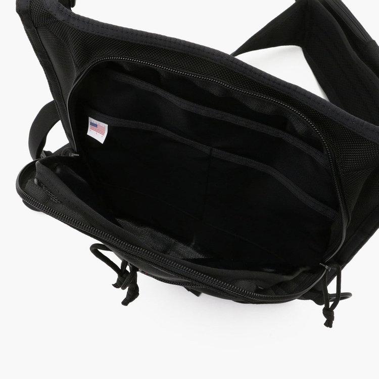 メイン収納部内部には3つのポケットを完備。ポケット(大)にはクッション材は搭載していないものの、タブレット端末などを収納する事も可能。
