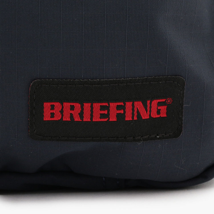 薄くても透け感がなく、マットな質感が特徴的なフルダルのコーデュラ糸を格子状に織り込むことで強度と耐久性を高めたリップストップナイロンを採用。