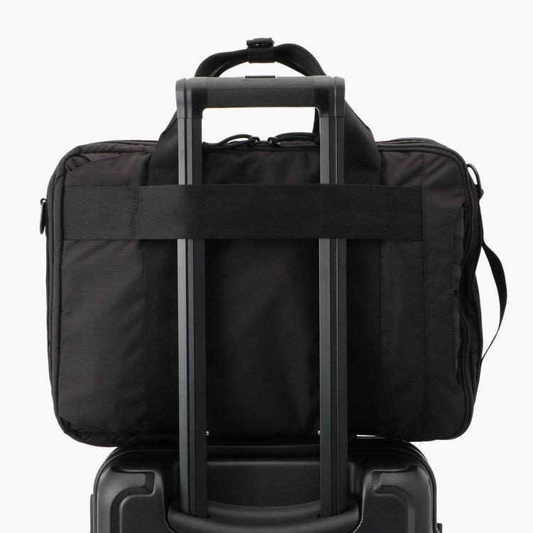 キャリーケースと連結可能な面ファスナーを搭載。