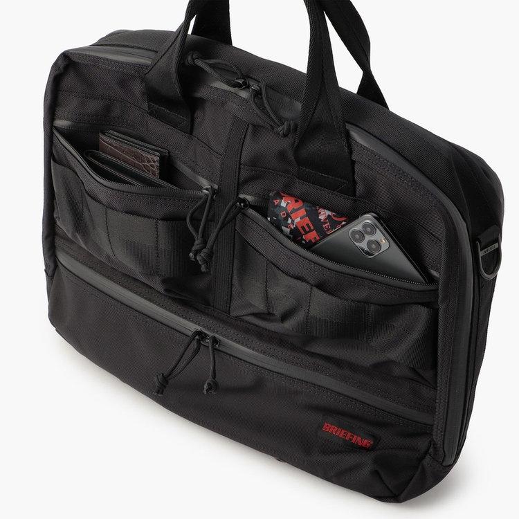 使用頻度の高い小物類の収納に便利なフロントポケット。