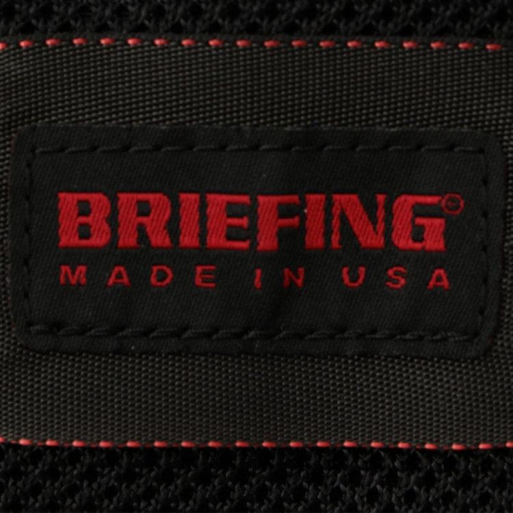 メイン素材には軽量かつ丈夫な500デニールコーデュラナイロンを用い、一部にアメリカ製のメッシュ素材を使用。