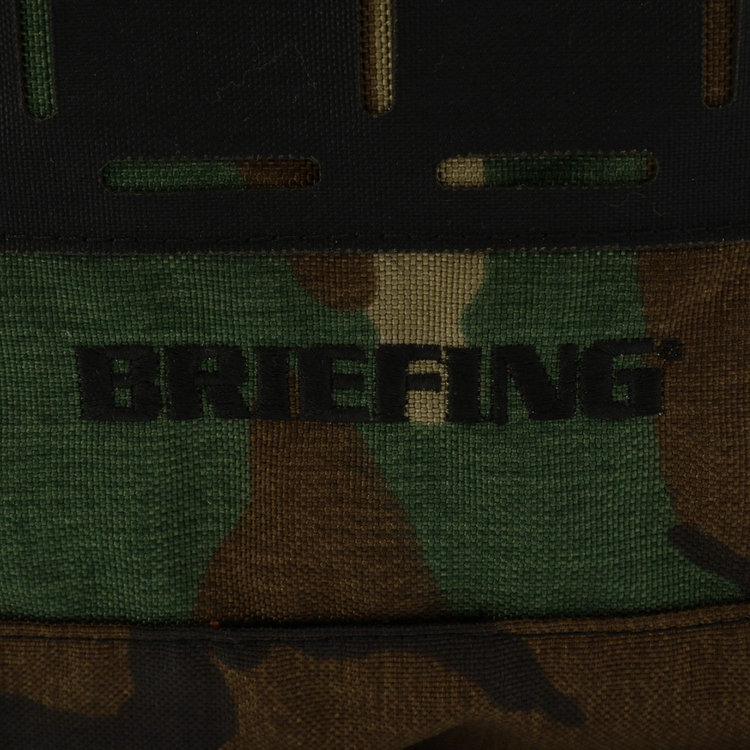 プログレッシブシリーズはBRIEFINGのブランドネームを刺繍で表現している。