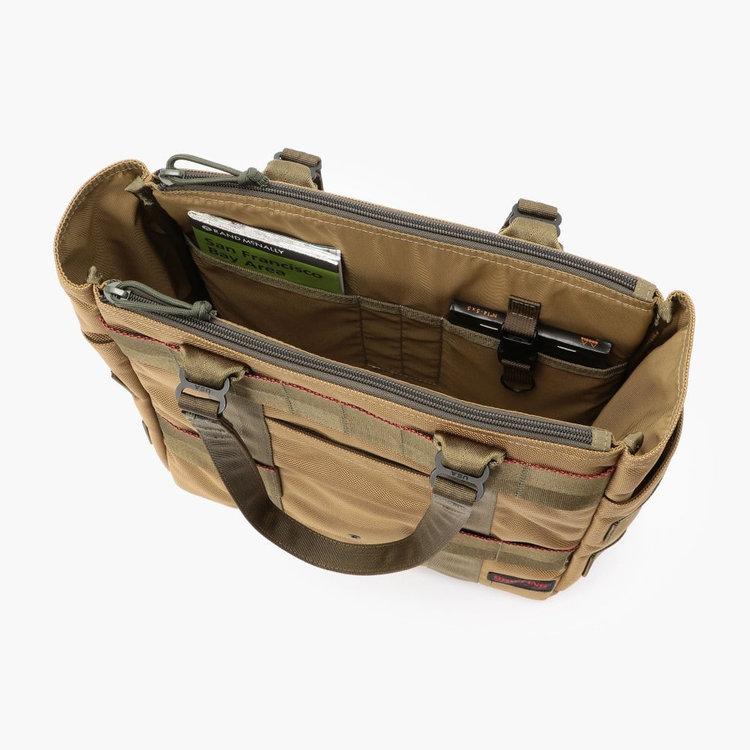 内部にはA5サイズ対応のポケットを2つ、ポケットを2つにペンホルダー、着脱式キーホルダーを完備。