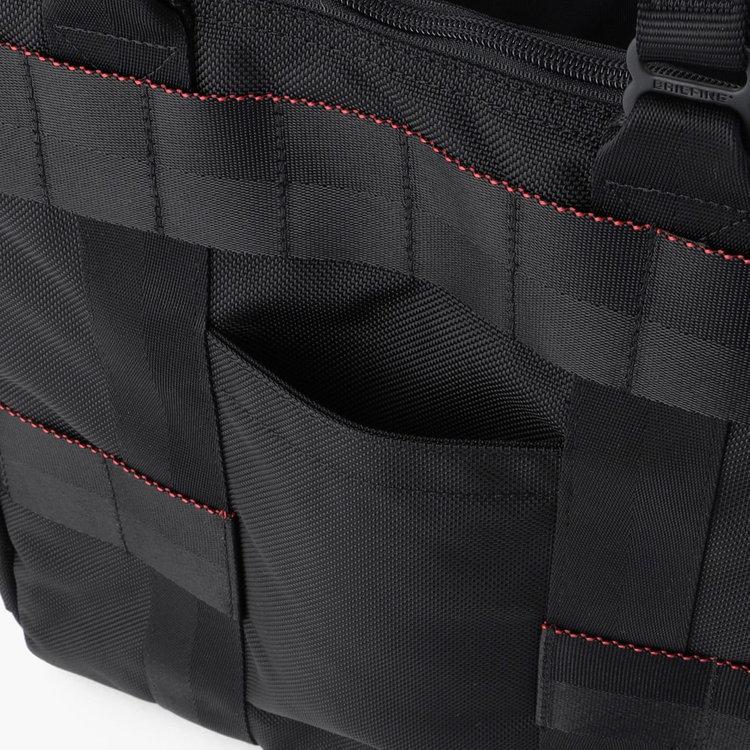 使用頻度の高い小物類の収納に便利なポケット。