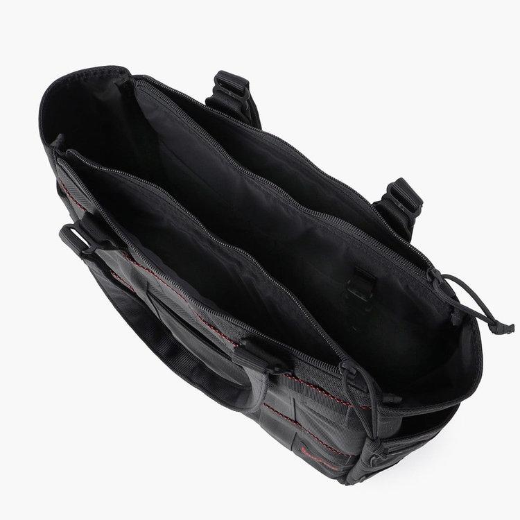 カバン前後に配したジップポケットには11インチ程度までのPCを収納可能。