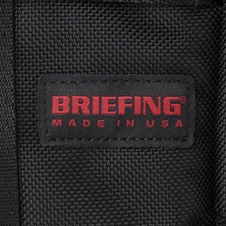 BRIEFINGが使用しているマテリアルの中で最もヘビーな、強度や耐久性、耐摩耗性に優れた「バリスティックナイロン」を採用。デイリーなヘビーユースにも適しています。