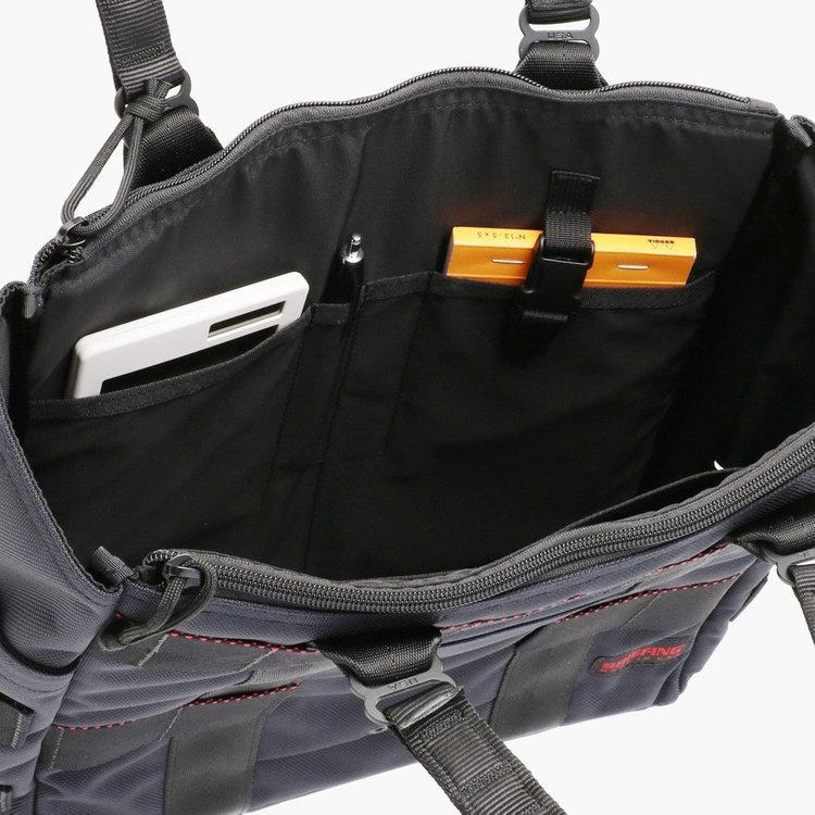 内部には仕分け用のポケットやペンホルダー、着脱式のキーホルダーを搭載。仕事に必要な小物類などを整理して収納する事が可能です。