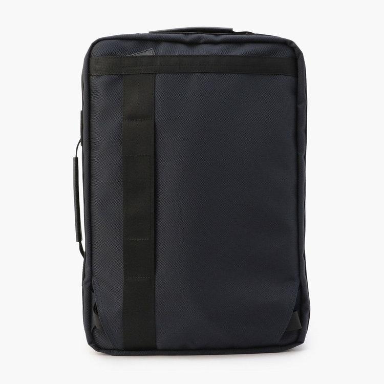 背面部分にはキャリーケースと併せ持ちができる綿ファスナーを搭載。