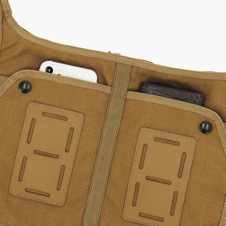 使用頻度の高い小物類の収納に便利なポケットをフロントに2つ搭載。