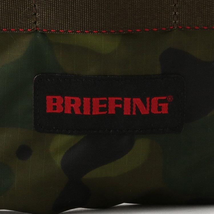 BRIEFINGで最もライト。軽量で強度に優れた70デニールリップストップナイロンを使用。ナイロン繊維を格子状に織り込むことで、生地の強度を高めている。