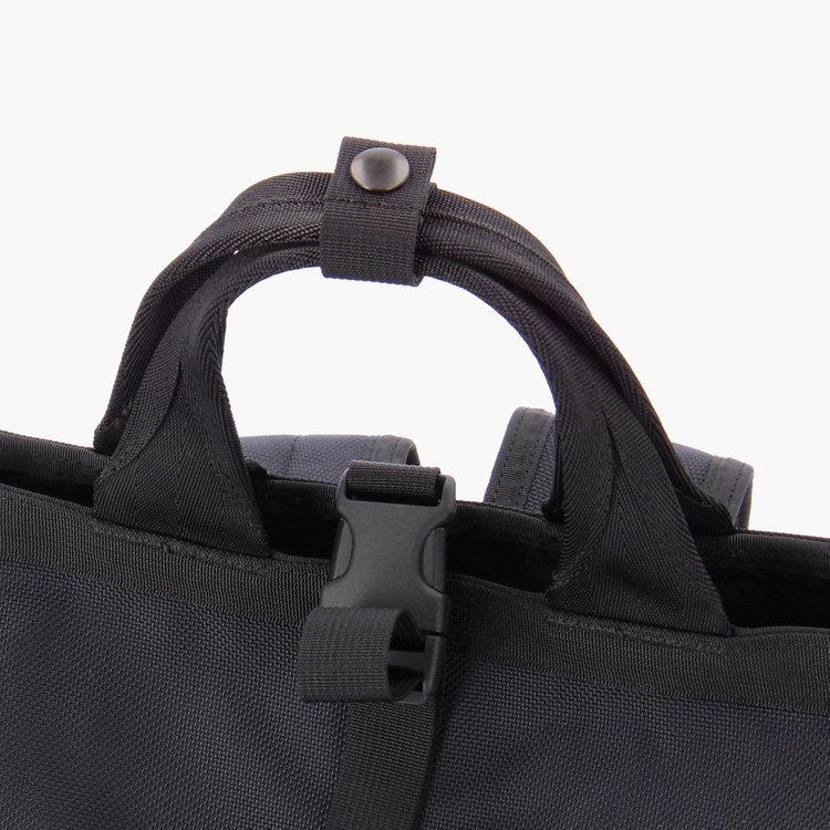 使用シーンに応じて、手持ちスタイルにする事が出来るよう持ち手を搭載。