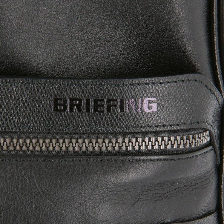 BRIEFINGロゴの型推しがさりげないポイントに。