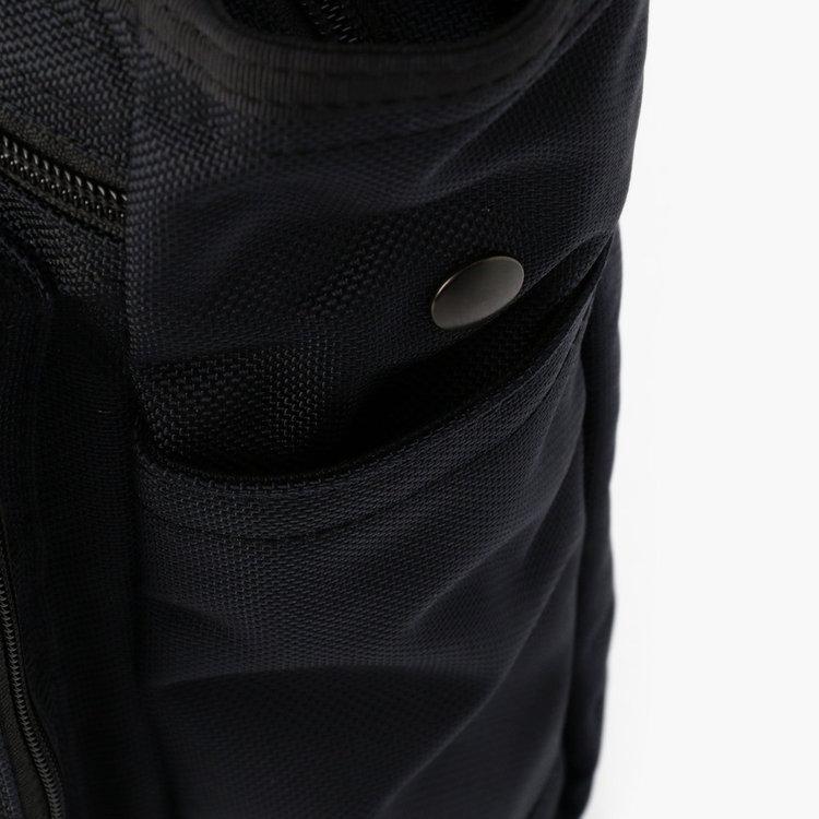 折り畳み傘などの収納に便利なポケットを両サイドに完備。