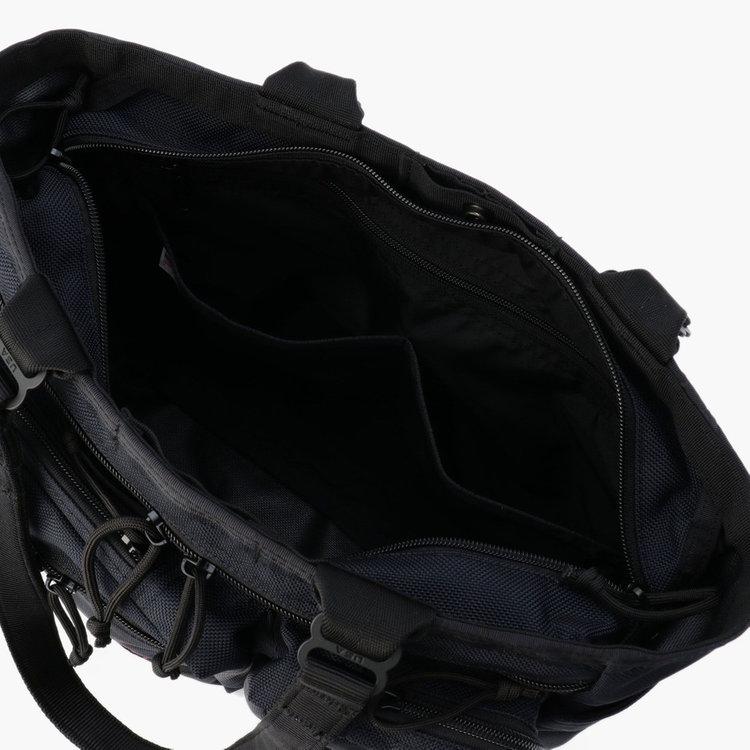 メイン収納部内部には、ジップポケット1つと小物の仕分けに便利なポケット4つを搭載。
