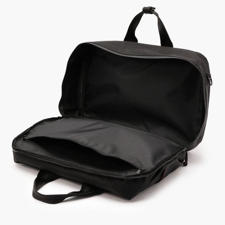 メイン収納部内に備えた大型のジップポケットはB4サイズ対応。書類や薄型のファイルなどが収納しやすい仕様に。