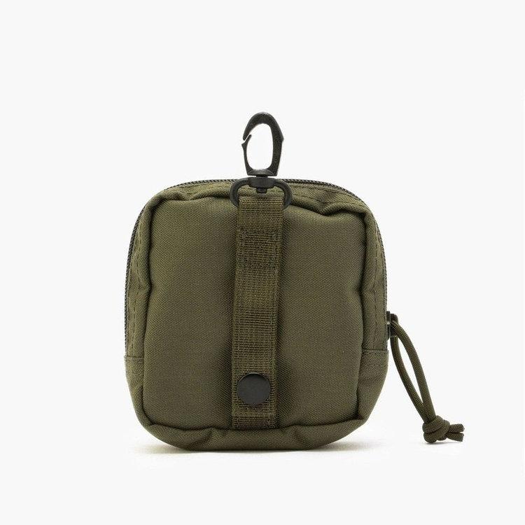 ATコレクションのバッグアイテムに装着可能なベルトを背面に搭載。