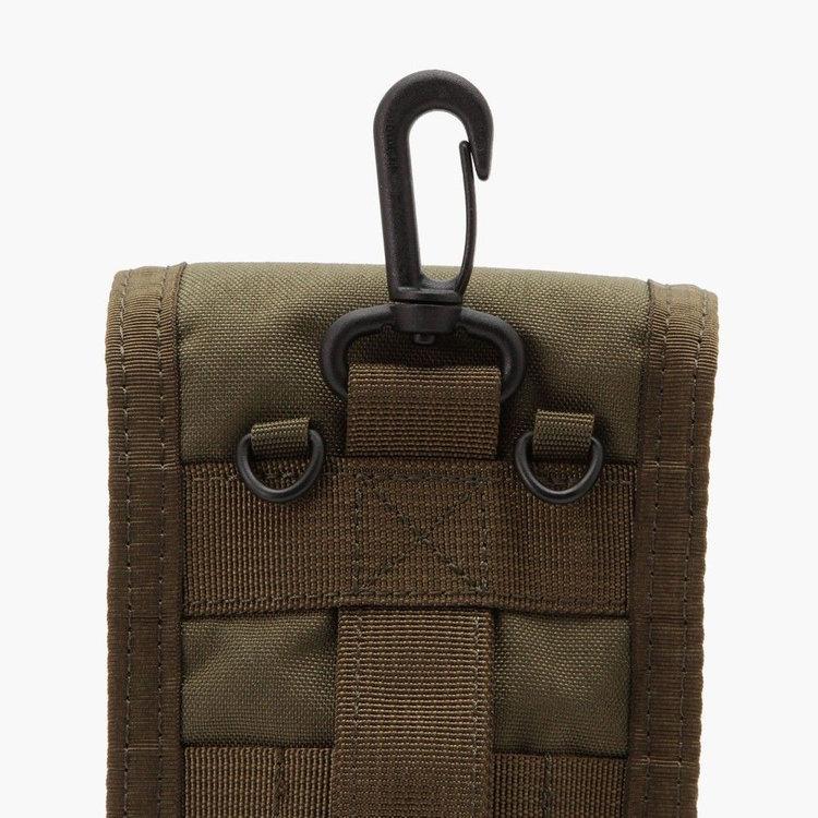 ATコレクションのバッグはもちろん、ベルトループなどにも装着可能なフックを搭載。