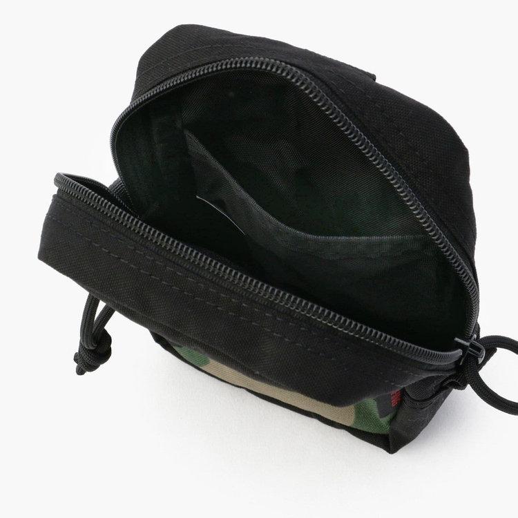 内部にはポケットを配し、小さいながらも仕分け収納が可能に。