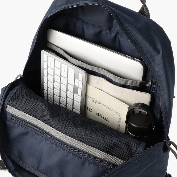 A4サイズのファイルなども収納できるメイン収納部。