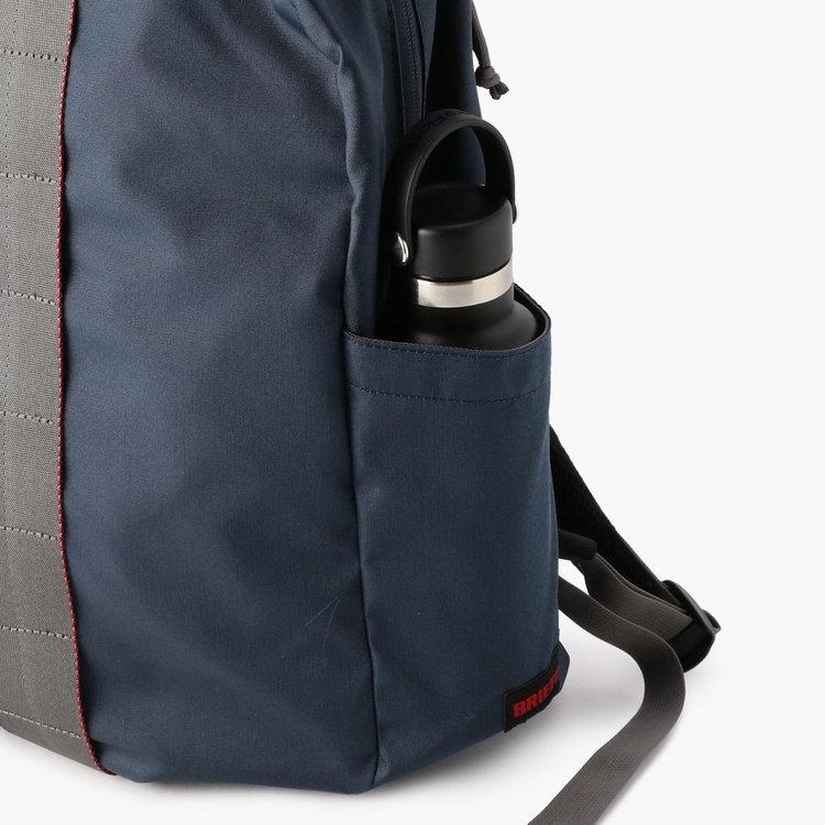 カバンの両サイドにはドリンクボトルや折り畳み傘などを収納するのに便利なポケットを搭載。