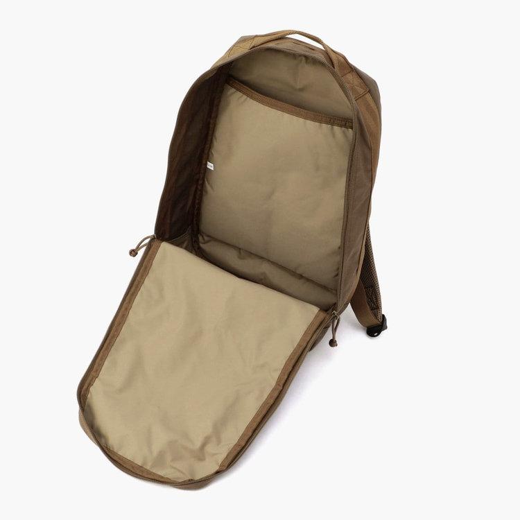 嵩張る荷物などの出し入れに配慮し、大きく開く開口部を採用。
