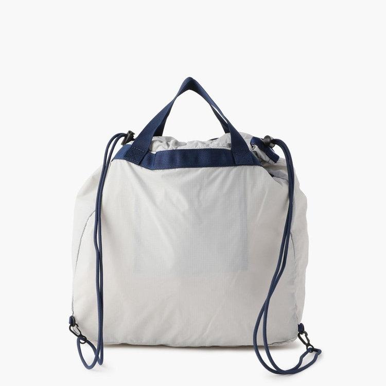手持ちのトートバッグパックとお使いいただける2WAY仕様。