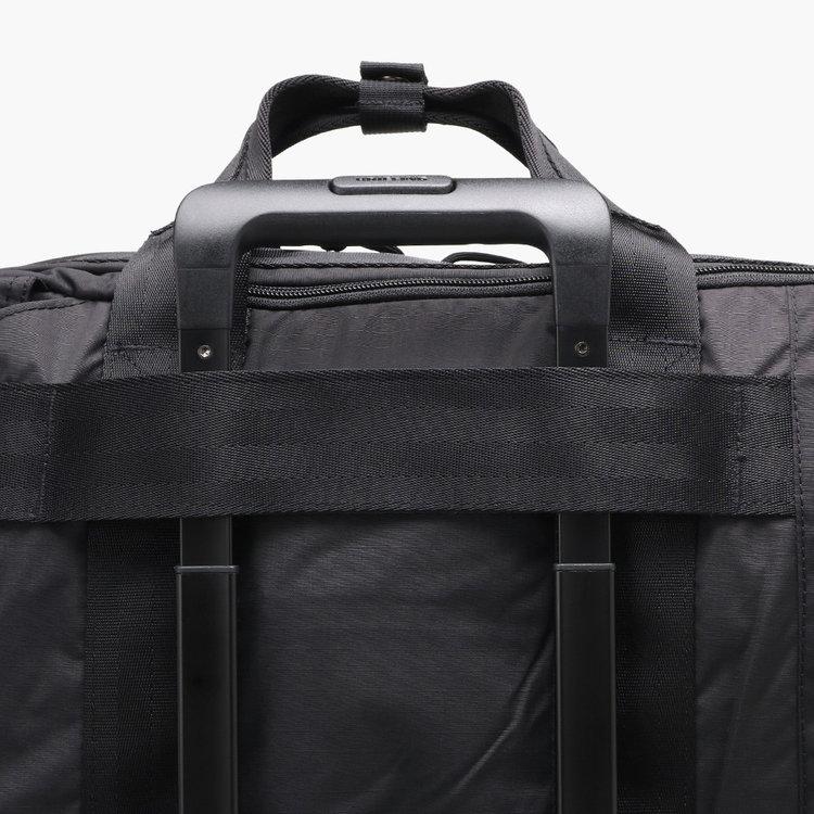 キャリーバッグに固定可能な面ファスナーを完備。
