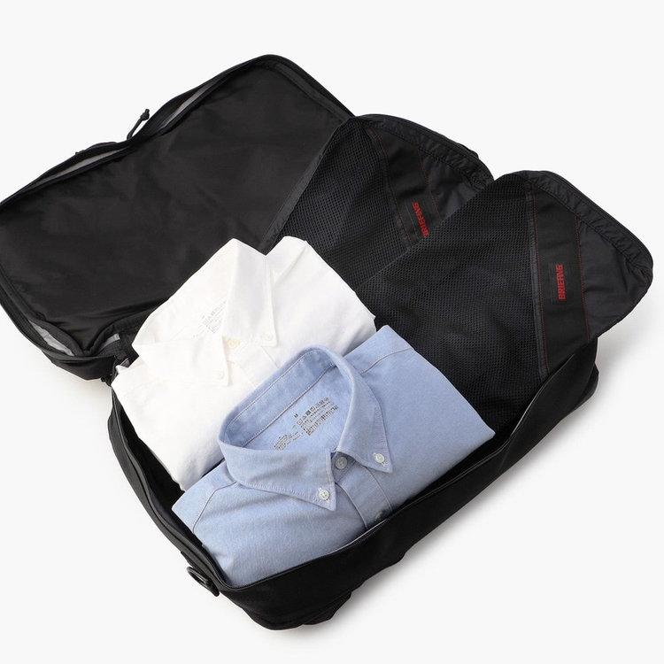 真ん中のメイン収納部には、出張のさいに着替えなどの嵩張るアイテムの首脳にも最適です。