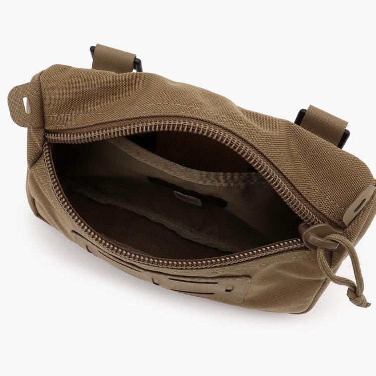 ポーチ内部にポケットを搭載。