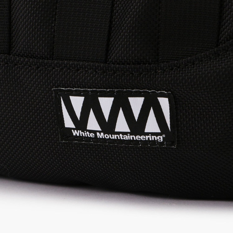 White Mountaineeringのレーベルタグ。