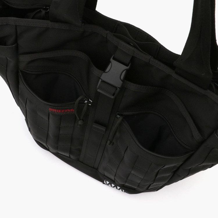 使用頻度の高い小物類の収納に便利なジップポケットを2箇所に搭載。