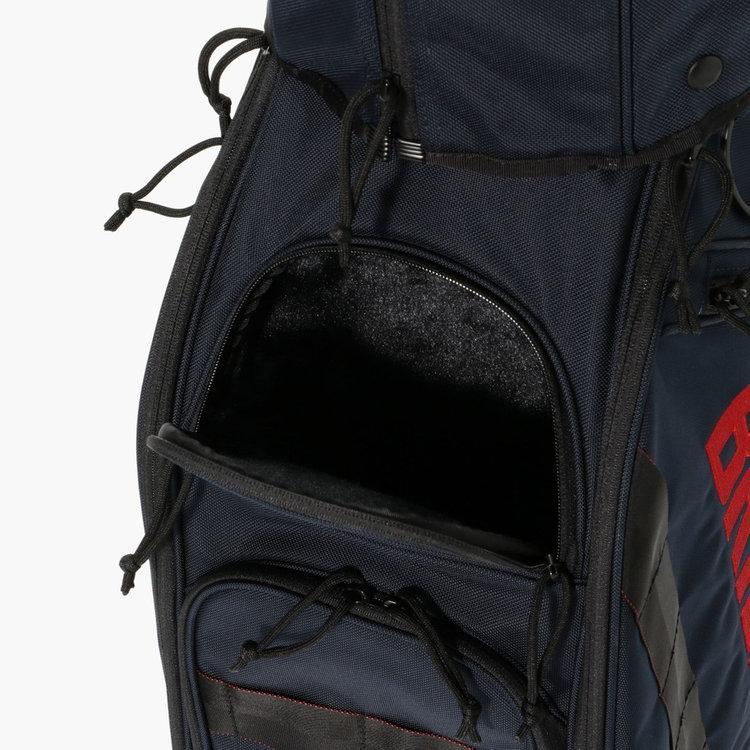 内部をベロア調で仕立てたポケットは、傷をつけたくないアイテムの収納に便利。