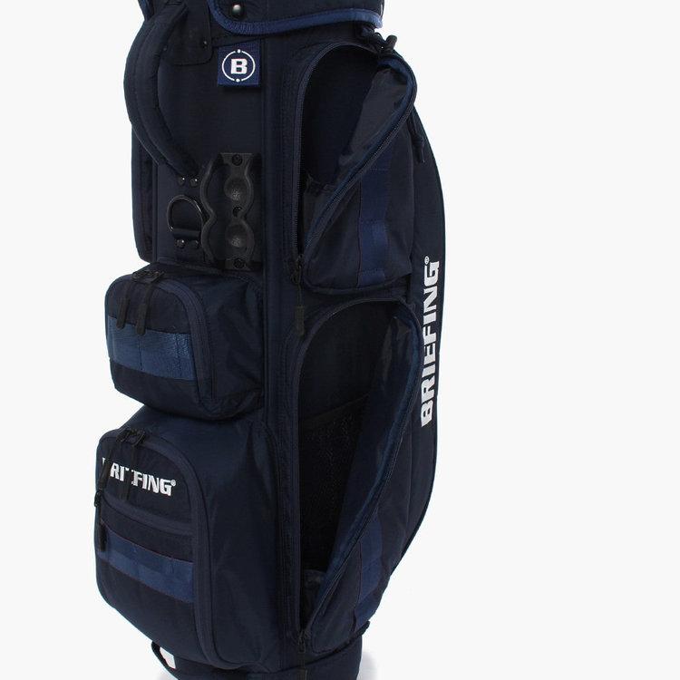 上部のポケットにはポーチなどを、下部のポケットにはレインウエアや着替え等を収納するのに便利。