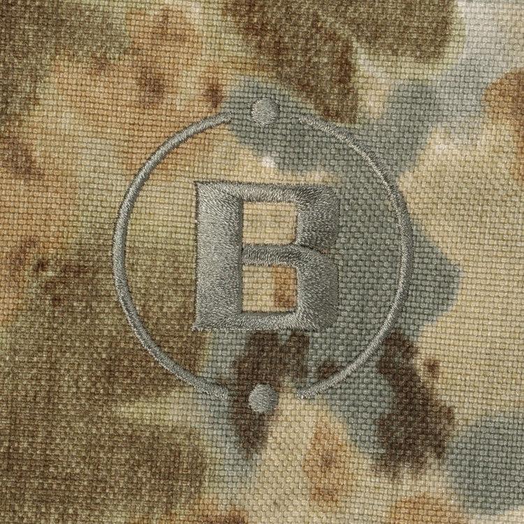 アメリカ陸軍やSWATなどで採用されるマルチカム迷彩シリーズにはアメリカ生産のコーデュラナイロンを使用。