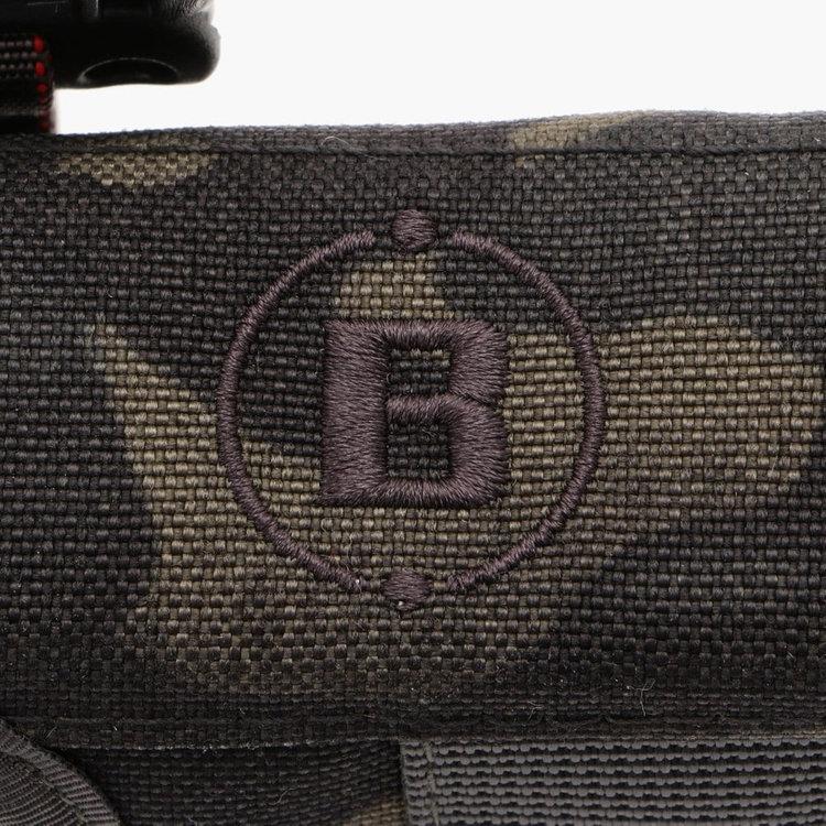 アメリカ陸軍やSWATなどで採用されるマルチカム迷彩シリーズにはアメリカ生産の素材を使用。撥水加工を施しているため、多少雨や水に濡れても安心な仕上がり。