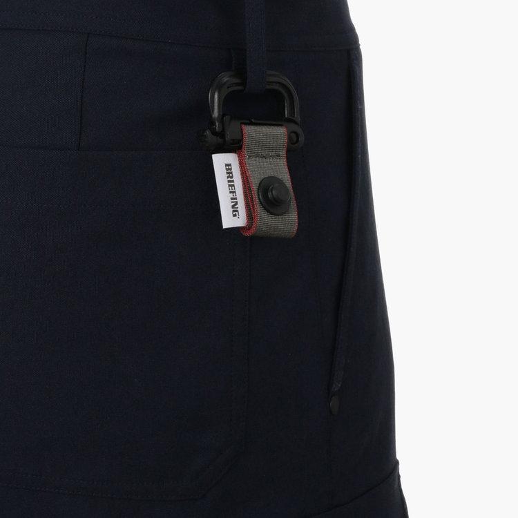 ベルトループなどに装着可能なグリムロックを装備。さらに、本体とグリムロックの接続部分には、マグネット式バックル「FIDLOCK(フィドロック)」を採用し、パターカバーの取り外し・装着を容易に行うことが可能。