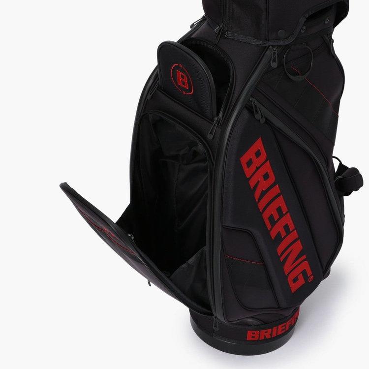 下部のポケットはボールやポーチなどを収納できる抜群の収納力。上部のポケットはマグネット仕様で開閉が容易。