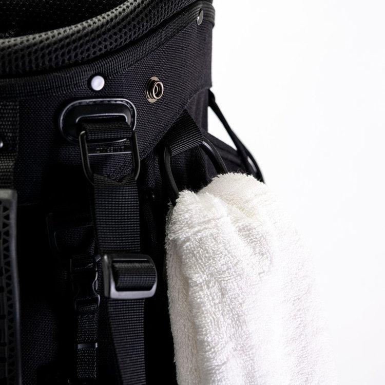 タオルなどをかけるのに便利なリングを装備。
