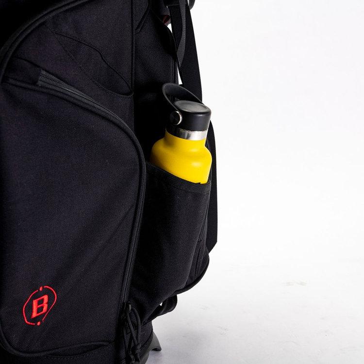 ドリンクなどの収納に便利な保冷機能を搭載したポケットを完備。