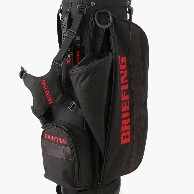 フードやカバーなど嵩張るものの収納に最適な大型のジップポケット。お届けの際フードはこちらのポケットに収納されております。