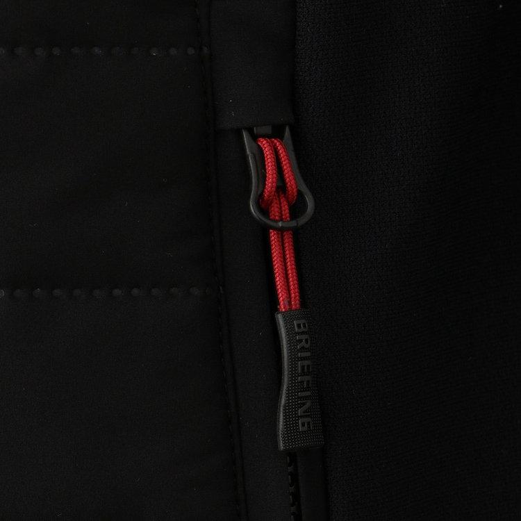 フロント、ポケットのジップにはオリジナルデザインの引き手紐を採用。
