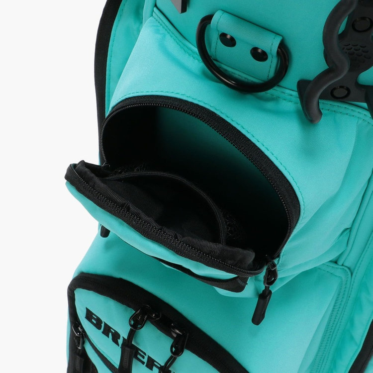 荷物の出し入れに調度よい箇所に配したポケットは、使用頻度の高い小物類を入れるのに便利。