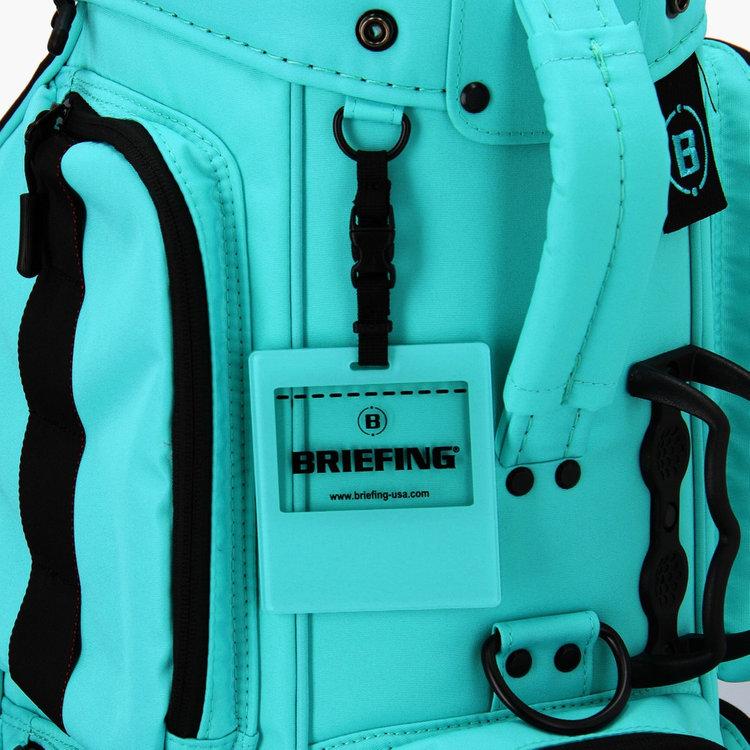 キャディバッグに付属するネームホルダーも通常アイテムとは異なるデザインの物を採用。