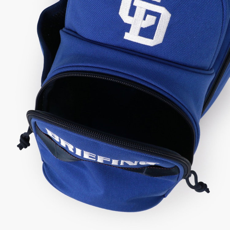 ゴルフボール1ダースを収納可能な立体的なポケット。