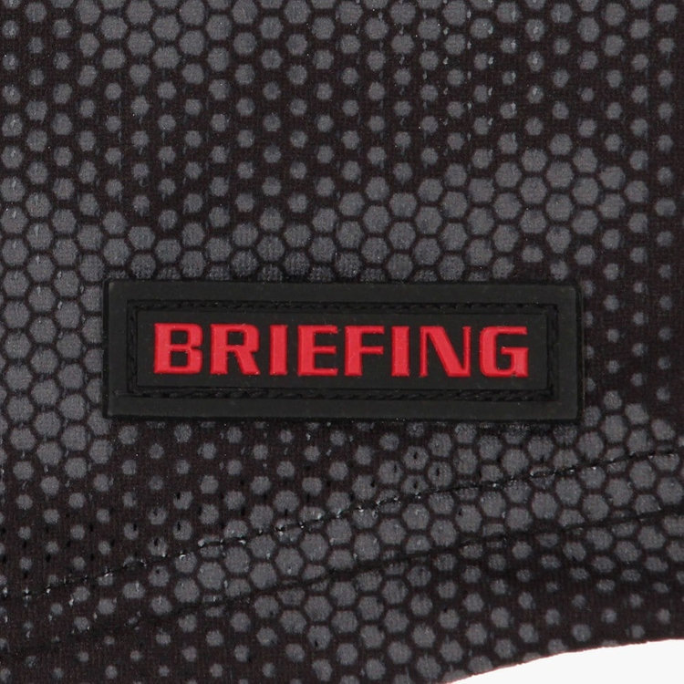 BRIEFINGロゴ入りのシリコンワッペンをあしらい、さりげないアクセントに。