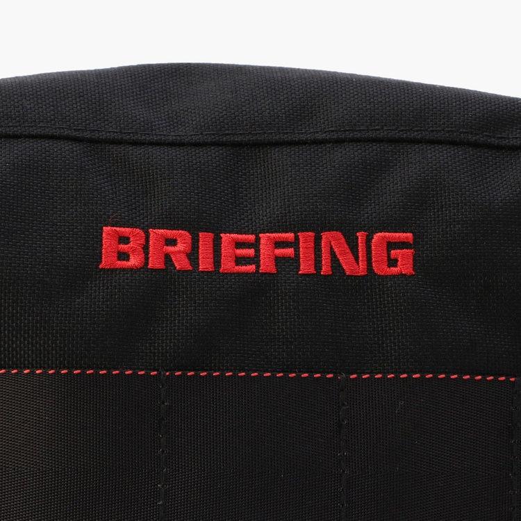 フロントにはBRIEFINGのロゴ刺繍を配し、さりげないアクセントに。
