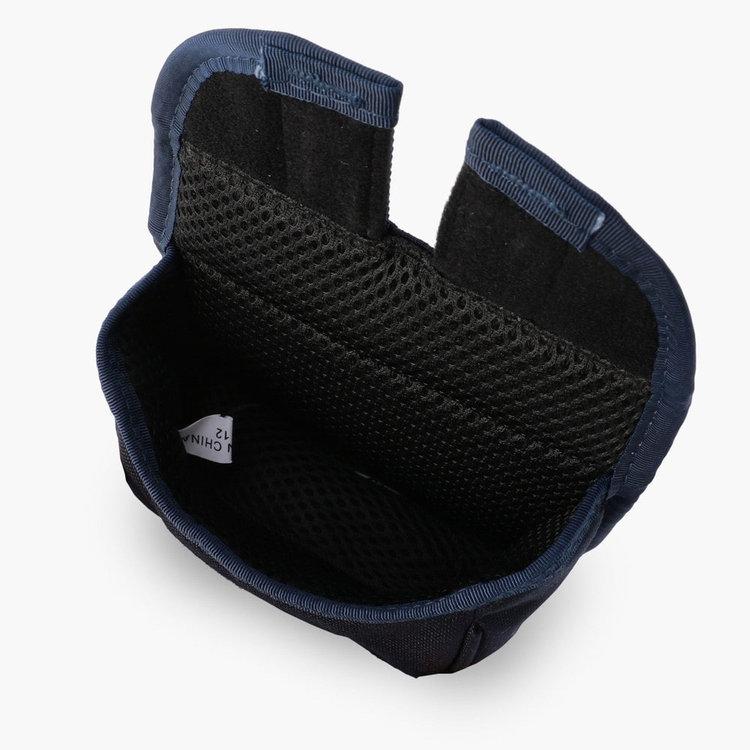 カバー内部はクッション仕様で、パターに傷がつきにくい構造。