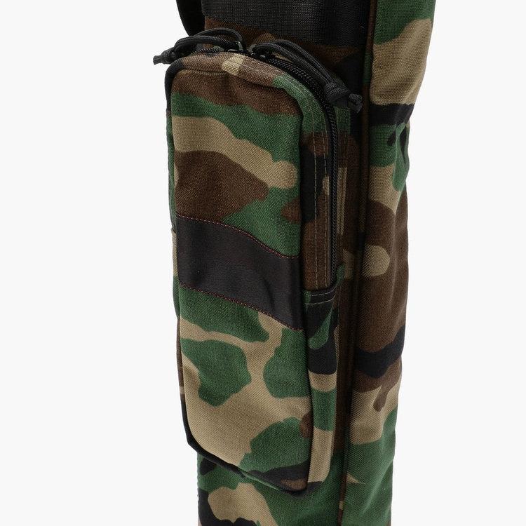 クラブ以外の荷物を収納するのに便利なポケットは、マチを設けることで収納力も抜群。