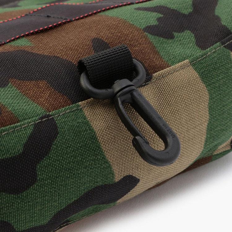 キャディバッグなどに引っ掛けて保管する事ができるフックを完備。