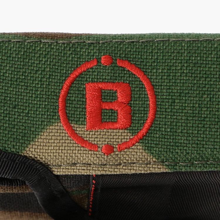 アメリカ陸軍やSWATなどで採用される迷彩シリーズにはアメリカ生産の素材(1000デニールコーデュラナイロン)を使用。